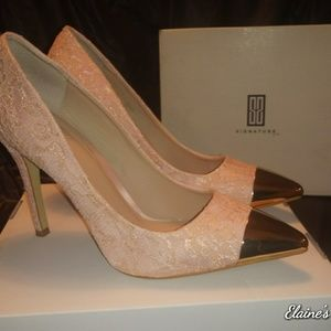 Signature by Shoedazzle Blush Lace/Gold Pumps Sz 9
